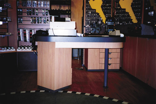 This 900mm high counter is accessible to staff and all customers.
